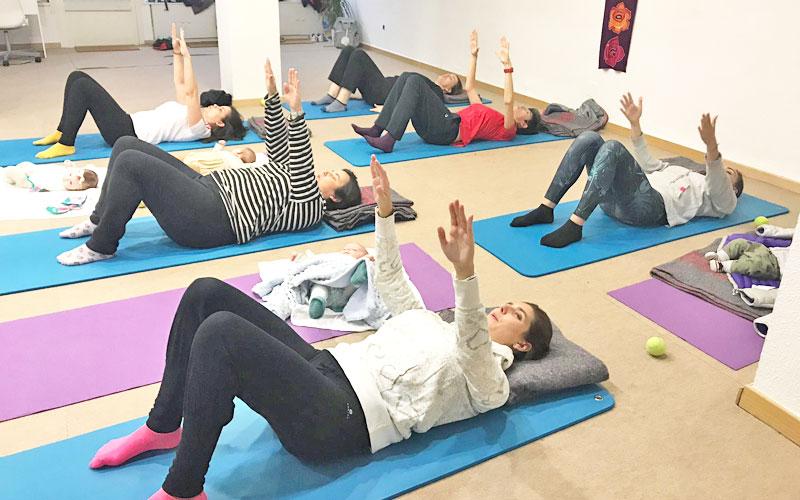 Clases de pilates post parto con tu bebe en yoga pilates tres cantos