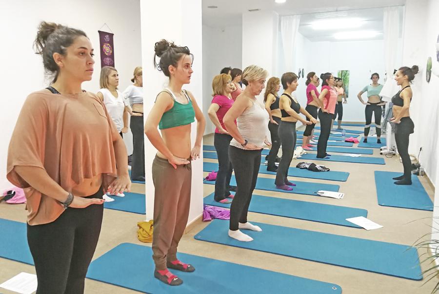 talleres de hipopresivos en yoga pilates tres cantos